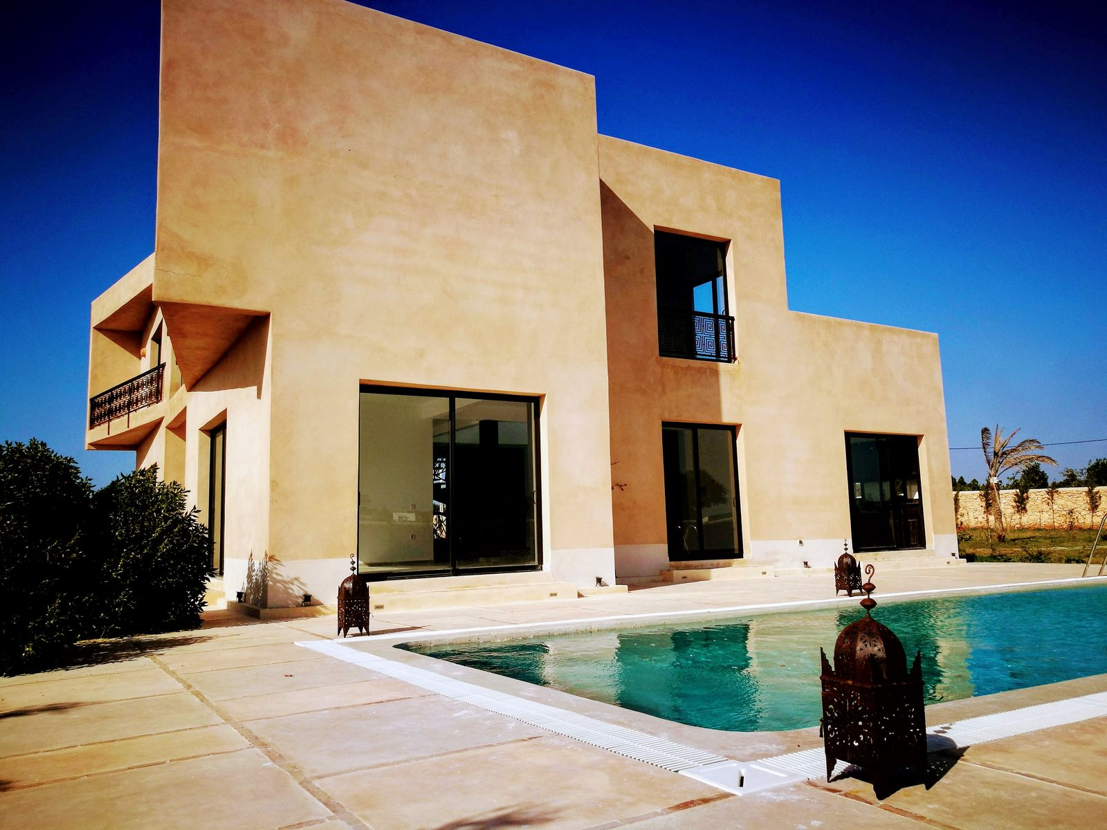 18-04-17-VV Modern Villa 340m² Garden 5000 m²