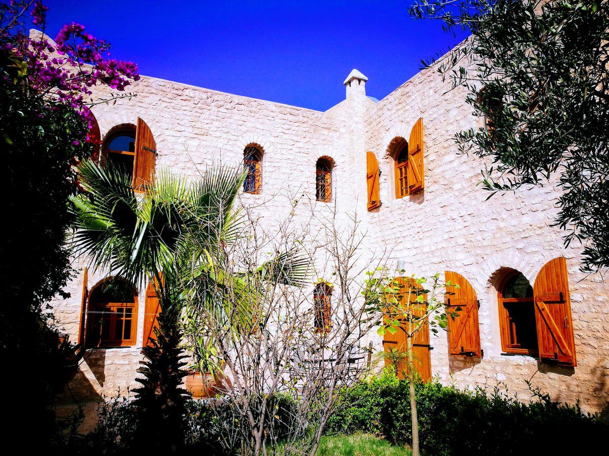 19-02-06-VV Nice Stone Villa  190m² Garden 390m²