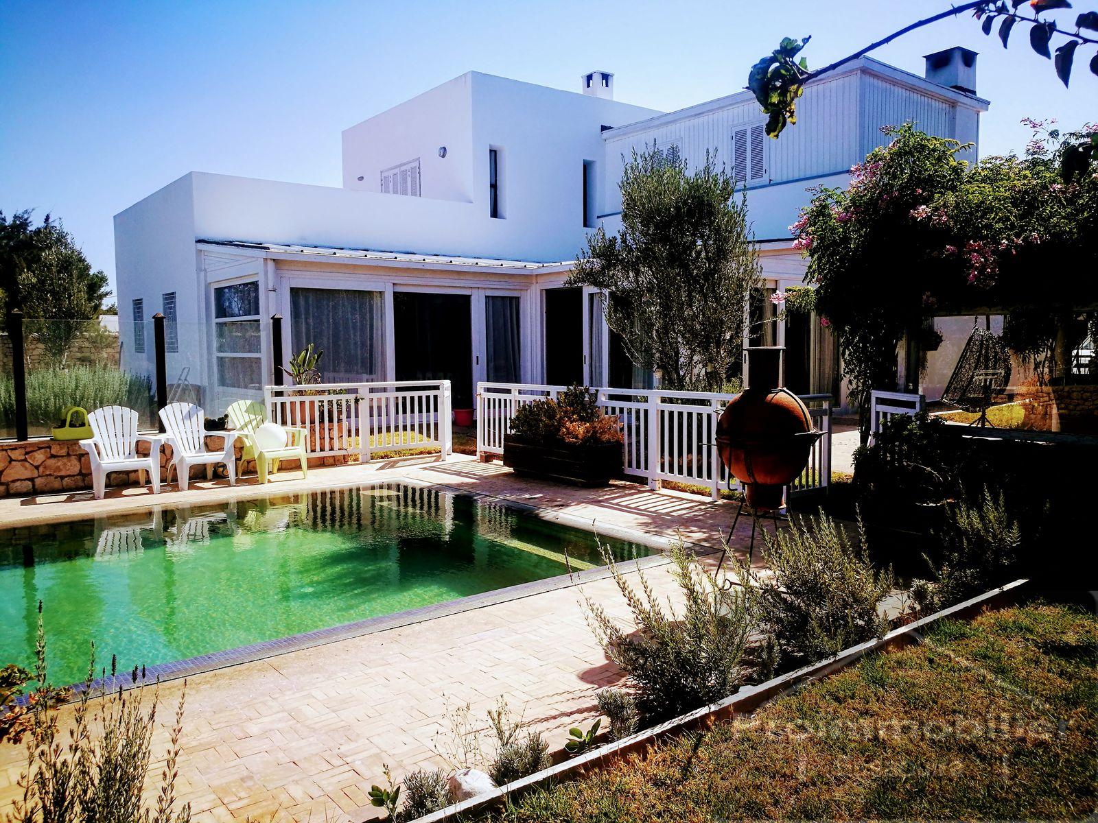 19-07-02-VV  Beautiful Villa 200 m² Garden 1500m²