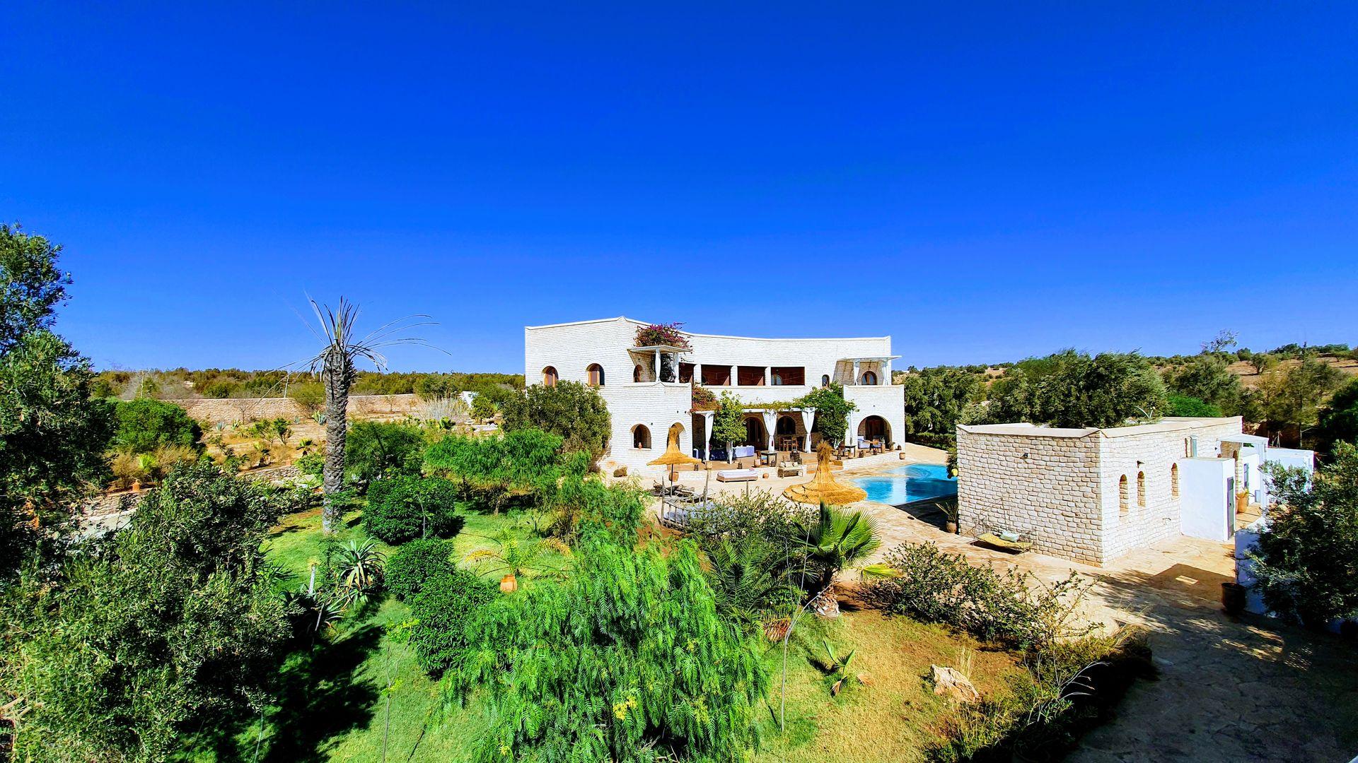 17-01-05-VM Amazing Luxury villa 900m² Garden 10000m²