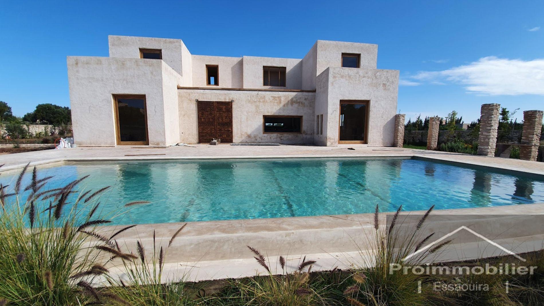21-03-13-VM Wonderful House of 270m², Land of 3000m² without AVNA