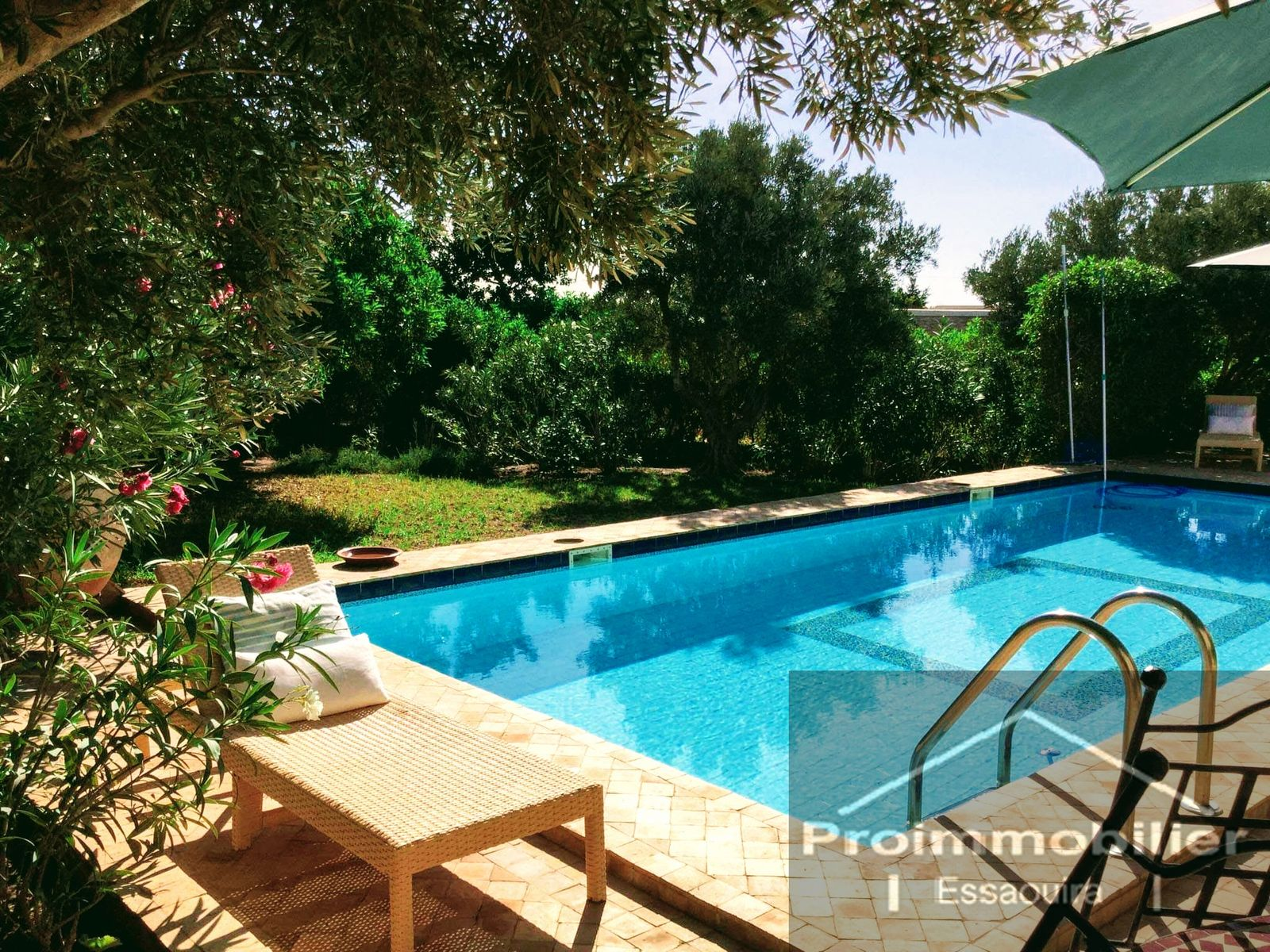 21-04-01-VM Beautiful House in a private residence of 195m ², Land 1521 m²